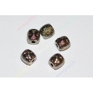 http://www.jewel.lt/9281-thickbox/intarpas-juodintos-spalvos6x6-mm-9-vnt.jpg