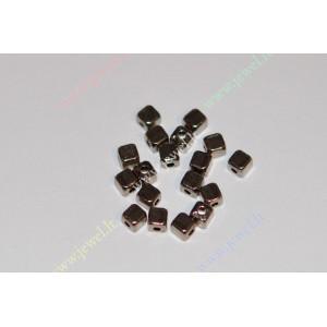 http://www.jewel.lt/9284-thickbox/intarpas-juodintos-spalvos4x4x4-mm-18-vnt.jpg