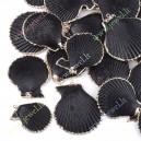 Kriauklinis pakabkas , dažyta , juoda sp. ( 35-50x30-40x10 mm.) 1  vnt.